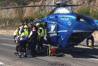 Motorkář přišel o nohu! Při hrozivé nehodě v Černošicích se zranili tři lidé