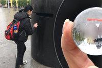 100 let Brna: Z orloje začaly padat speciální kuličky, chytat je můžete až do srpna