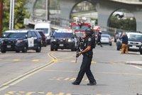 Střelba v americké synagoze si vyžádala několik zraněných včetně dětí. Útočníka zadrželi