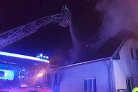 Požár vyhnal v noci z domu v Liberci 41 lidí! Manipulace s ohněm v jednu ráno?!