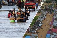 Záplavy v Indonésii mají nejméně 17 obětí. Tisíce lidí na Sumatře jsou bez domova