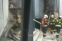 Čtyři hvězdičky v plamenech: V centru Bratislavy hořel luxusní hotel! Na místě zasahovaly desítky hasičů