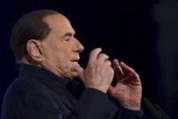 """Berlusconi (82) je po operaci. """"Kajman"""" měl neprůchodné tenké střevo"""