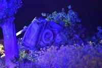Tragédie u Prahy: Mladík vyletěl ze silnice a přerazil auto o strom, na místě zemřel