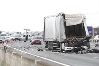 Nehoda za Prahou uzavřela dálnici D1 ve směru na Brno. Auta stála čtyři hodiny, objížďka vedla přes benzinku