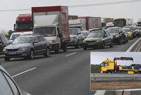 Dálnici D1 uzavřela nehoda osobního auta: Brzy následovaly další