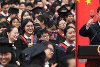 Prezident posílá studenty na venkovské brigády. Číňané se proti plánu bouří