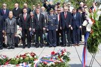 Zeman s Babišem a Kuberou uctili oběti 2. světové války: Hymna, gripeny a ticho