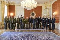 Šéf BIS opět ostrouhal, Kalousek si zaryl. Zeman jmenoval 15 generálů, Koudelku ne