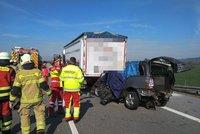 Smrtelná nehoda u Třebenic: Řidič nepřežil střet s náklaďákem