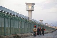 """Tábory na """"převýchovu"""", rozdělování rodin: Čína stupňuje tažení proti muslimům"""