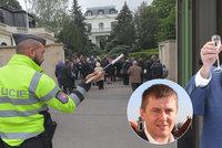 """Po """"mejdanu"""" na ambasádě přišla z Ruska odpověď. Sníží počet diplomatů v Praze?"""