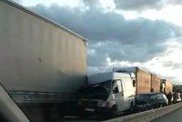 Dramatická nehoda na dálnici D1: Doprava na Brno stála: Na místo letěl vrtulník!
