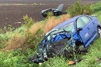 Řidič (20) zahynul po nárazu do stromu, motorkářka na Děčínsku zemřela po nehodě v serpentinách
