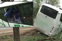 Autobus s dětmi havaroval na Žďársku: Na místě jsou zranění
