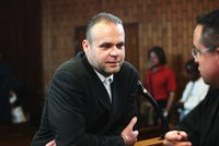 Krejčíř vyhrožuje z jihoafrického vězení: Pusťte mě domů, nebo všechny potupím!