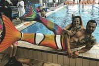 Co by pro své děti neudělali! Jandová a Noid se změnili v mořské panny!