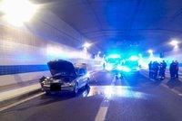 Tunel Blanka uzavřel požár auta: Hořelo v Bubenečském tunelu, musí se odvětrat