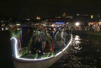 Svatojánským slavnostem Navalis nepřálo počasí: Podívaná na Vltavě byla bez parašutistů