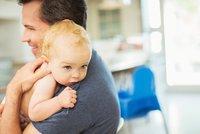 Otcovská na 10 dní a rodičovská povinně i pro muže?  Maláčová s novinkami z Bruselu nespěchá