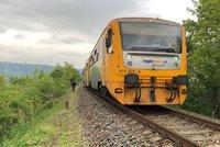 Trať z Plzně na Domažlice zasypala hlína: Vlaky tu nebudou jezdit až do Mikuláše