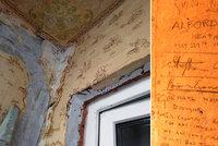 Pár si neví rady s rekonstrukcí domu: Objevil při ní nápisy z druhé světové války