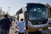 Krveprolití v Egyptě: Při útoku na autobus kousek od pyramid až 17 zraněných