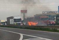 Na D1 u Průhonic vzplálo auto! Ve směru na Brno se jezdilo jedním pruhem