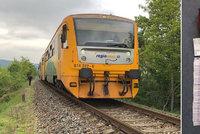 Důchodce zapomněl ve vlaku 1,6 milionu: Policie peníze seniorovi jen tak nevrátí