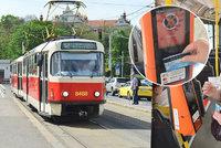 Mimo provoz! Bezkontaktní terminály v pražských tramvajích vypovídají službu, vyrábí tak černé pasažéry
