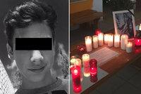 Tomášovi (†16) příbuzní a spolužáci plakali na pohřbu: Obviněná Judita (16) zůstává za mřížemi