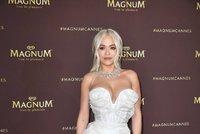 Zpěvačka Rita Oraová vyrazila do boje! Jak zatočí s koronavirem?