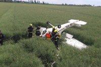 Havárie letadla v Letňanech! Zřítilo se do pole, pilot se zranil