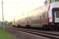 Děsivý moment na kolejích: U Liberce se na sebe řítily dva vlaky