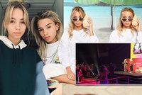Pláč, křik a dárky! Hvězdná dvojčata Lisa a Lena (16) mají 14,5 milionu fanoušků, v Praze z nich šíleli