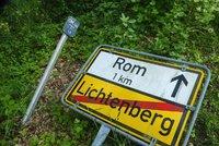 Řidič slepě věřil navigaci: Namísto Říma skončil v německé vesnici Rom