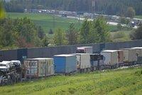 Dálnici D1 zablokovala nehoda: U Ostravačic se srazily dva kamiony