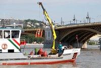 Oběti lodního neštěstí zůstávají ve vraku. Záchranáře brzdí rozbouřený Dunaj