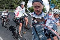 Jede z Aše do Znojma, kvůli nemocným dětem. Šampion dvakrát sletěl z kola. Nevzdal a šlape dál!