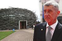 Babiš má velkou radost: V kauze Čapí hnízdo končí stíhání premiéra i jeho Moniky