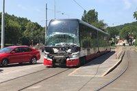 Nehody kosí pražské tramvaje! Během dopoledne bouraly čtyři