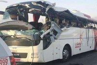 V Dubaji havaroval autobus s turisty. Mezi 17 mrtvými jsou i Evropané