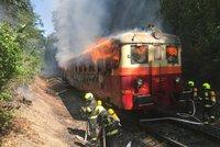 Ve Stodůlkách hořela lokomotiva. Strojvedoucí zastavil a evakuoval lidi z vlaku