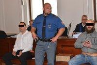 Utajený svědek u soudu: Viděl jsem, jak táhli člověka za autem! Mlčel, protože se bál