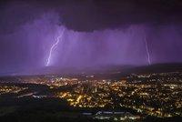 """Silné bouřky v neděli čekají Moravu, sledujte radar. V Čechách se """"vyřádily"""""""