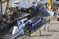 Vytáhli tělo kapitána a dítěte (†6), pak i vrak. Výletní lod vyzvedli ze dna Dunaje