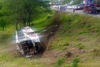 Při nehodě autobusu v Brazílii zemřelo 18 lidí: Řidič prý od nehody utekl