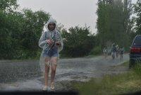 Na Česko se žene silný déšť. Potoky a řeky se mohou vylít z koryt, sledujte radar