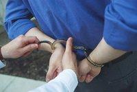 Zfetoval se a šel krást: Přemluvily mě k tomu neznámé hlasy, tvrdil zloděj policistům
