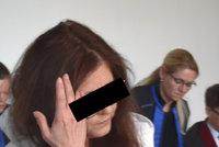 """Polila tři lidi kyselinou sírovou, protože jí prý nezaplatili na """"šmajchlpokoj""""! Vinu odmítá"""